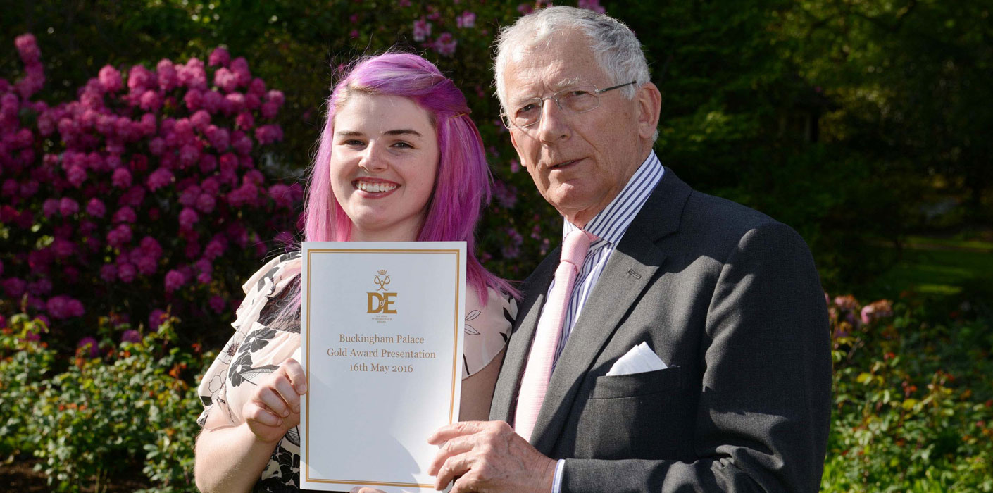 Shannon's story of her day out to receive her Gold DofE Award at Buckingham Palace