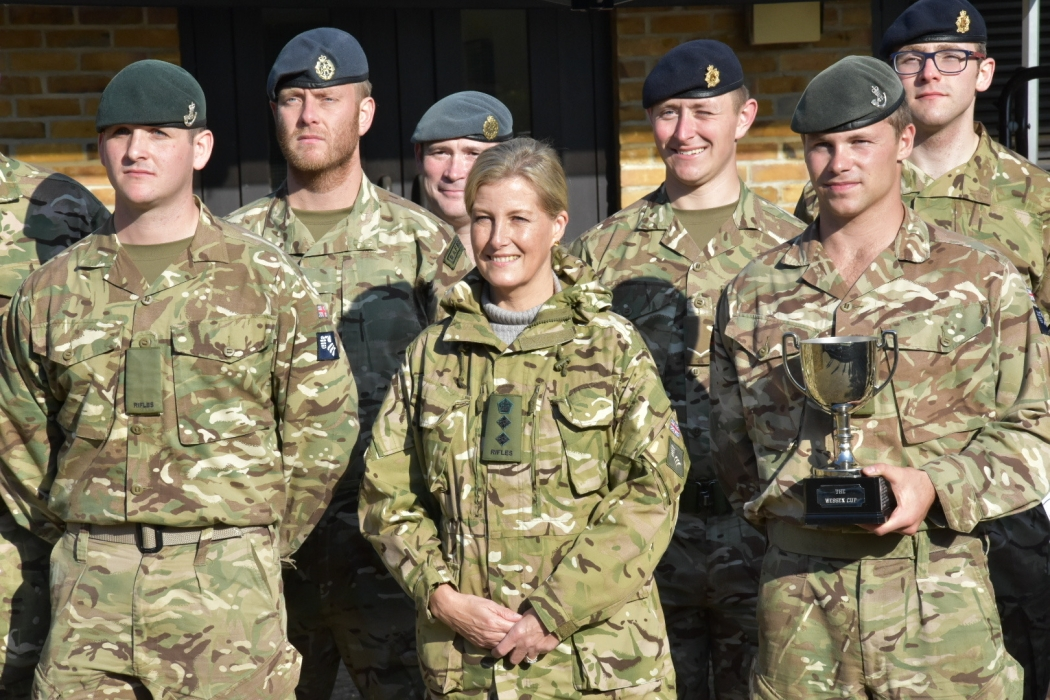 The Countess of Wessex with the winning 5 Rifles team