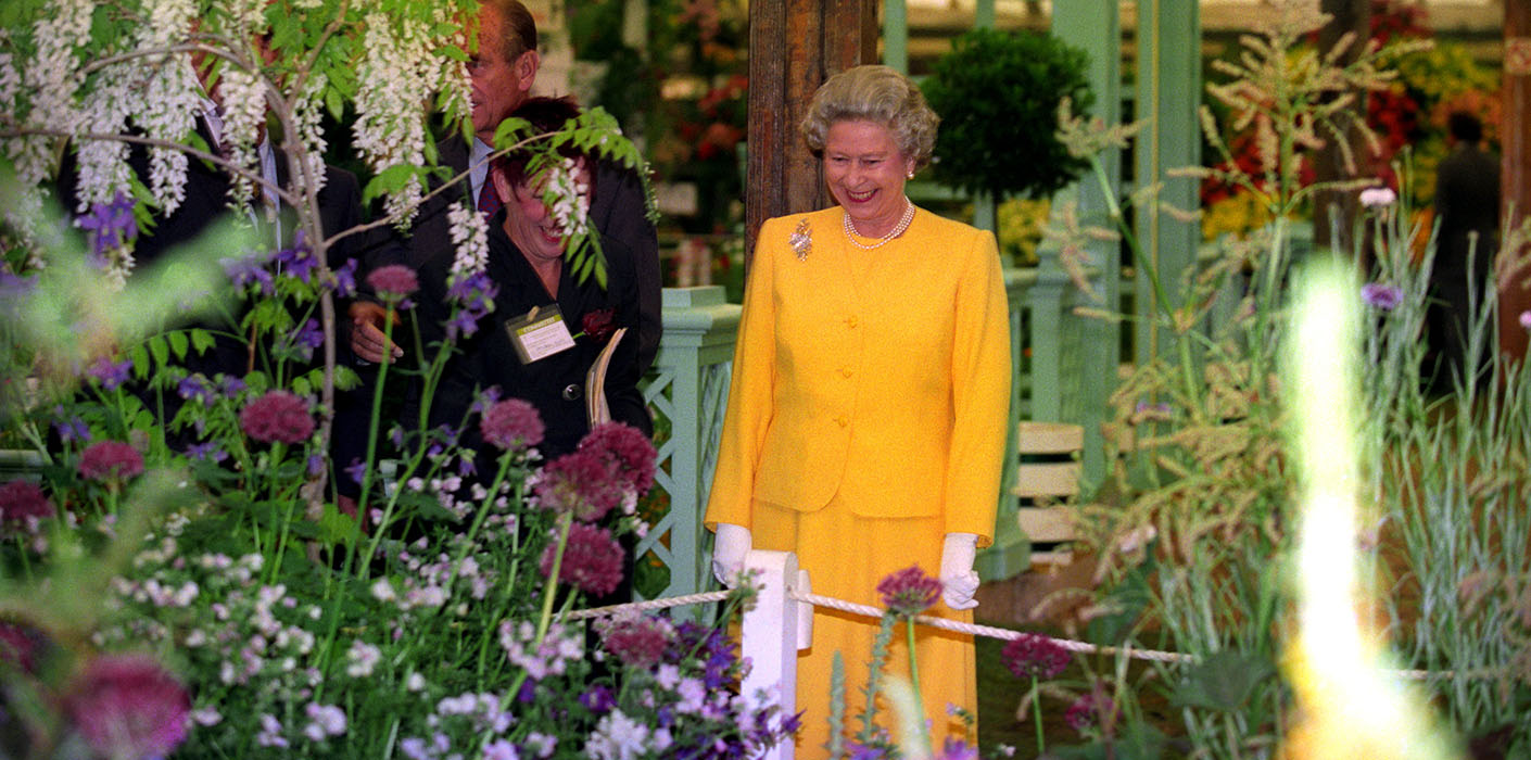 The Queen The Chelsea Flower Show 1994