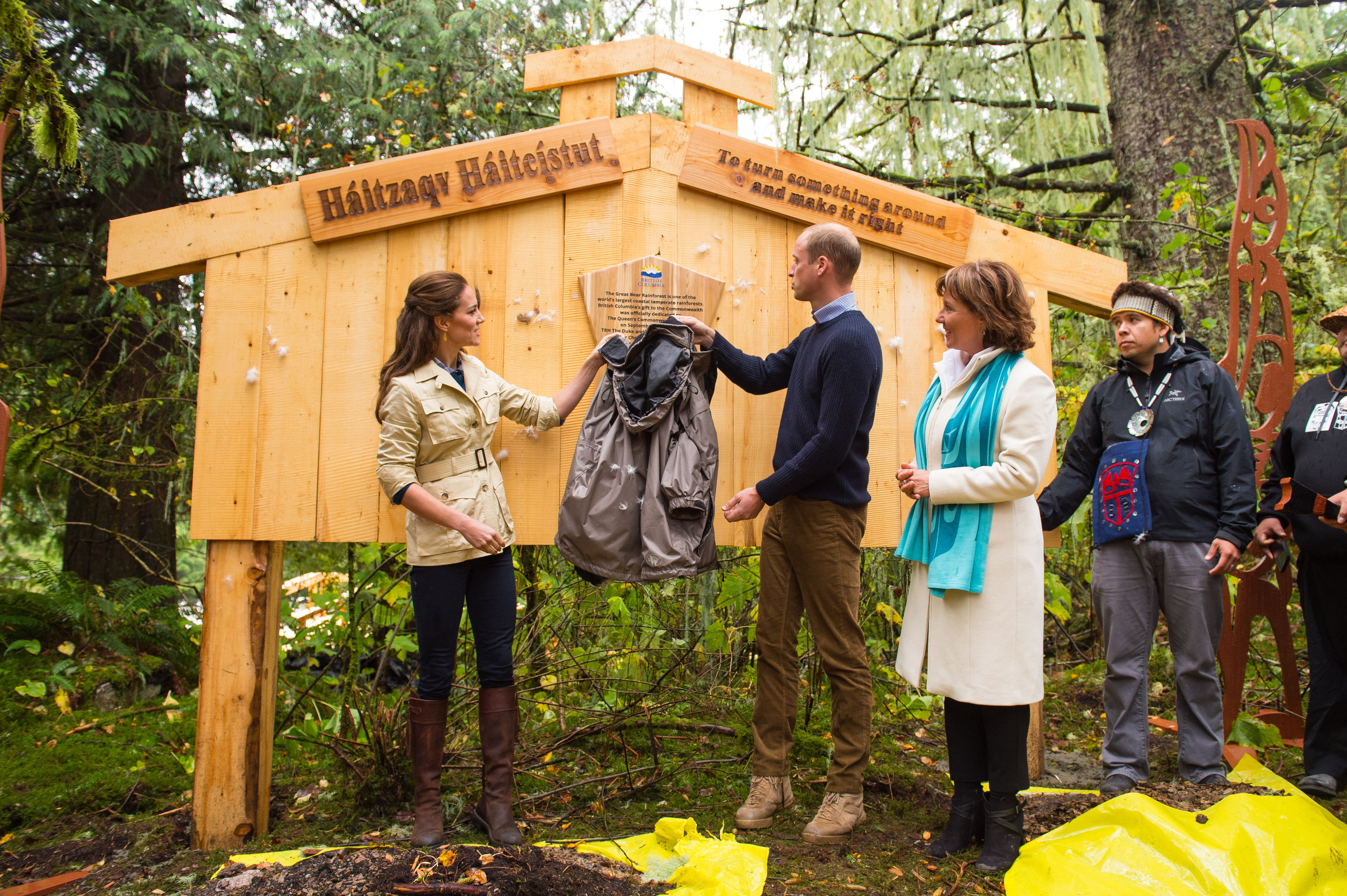 The Duke and Duchess of Cambridge unveil Queen's Commonwelaht Canopy