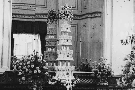The Queen and The duke of Edinburgh wedding cake
