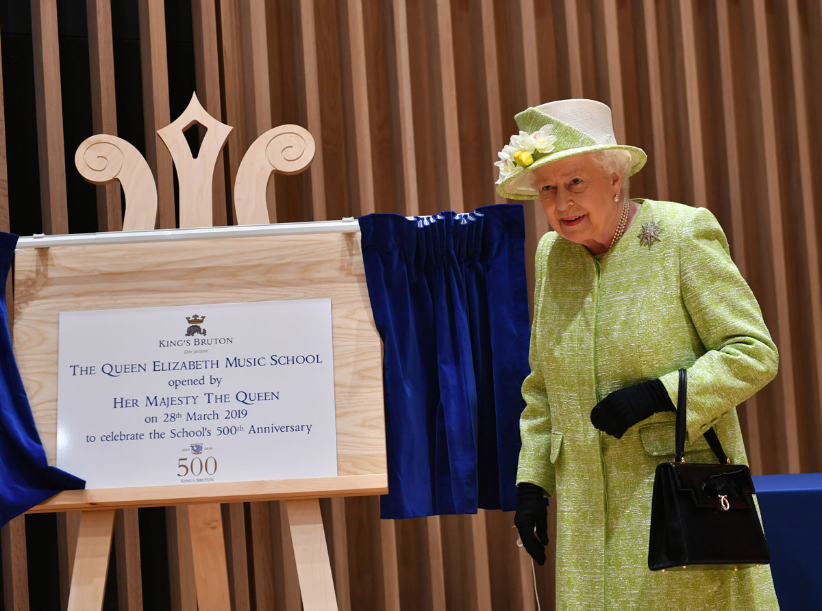 the-queen-opens-school-in-somerset