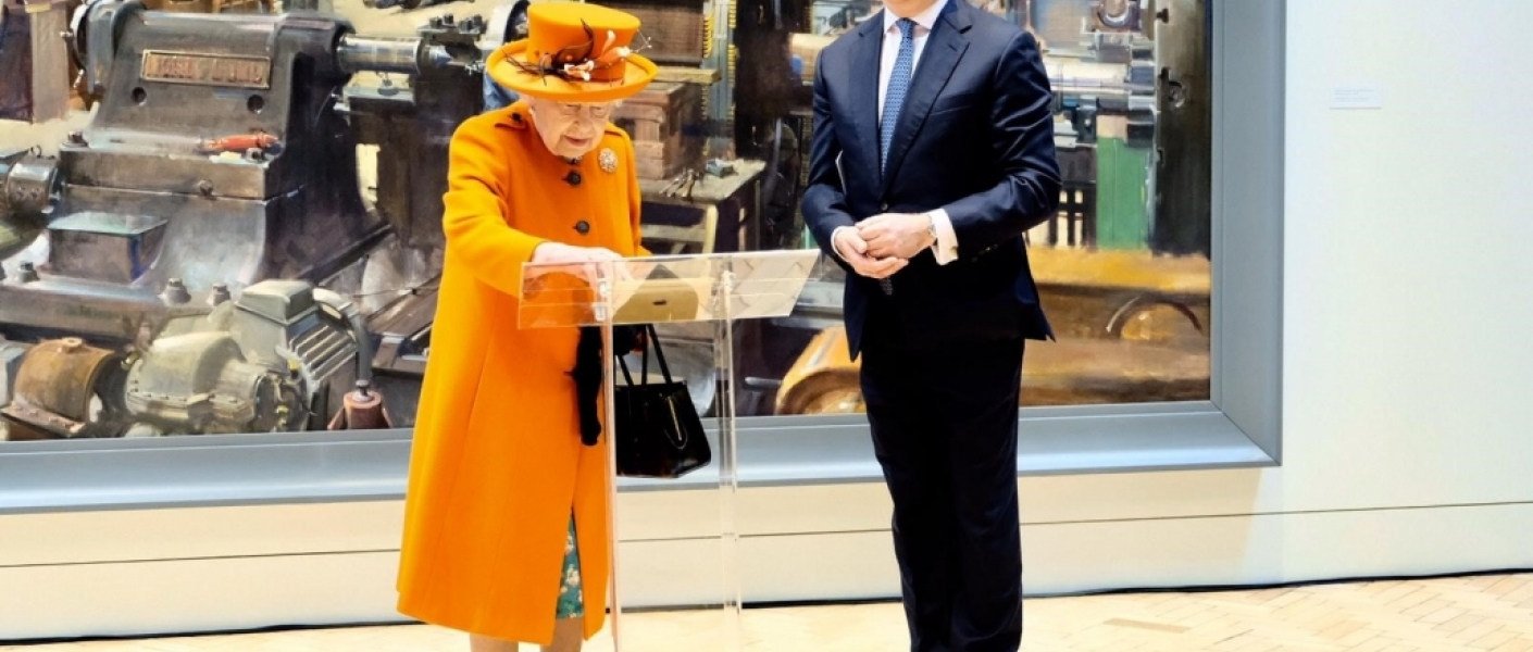 The Queen posts on Instagram for the first time