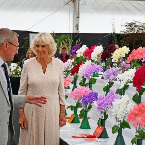 Today, The Prince of Wales and The Duchess of Cornwall attended the @royal_welsh_show in Llanelwedd, Powys 🏴. Upon arrival, to mark 140 years since the Anglo-Zulu War, TRH watched a military display by members of the Zulu 'impi' regiment with King Goodwill and Queen Mpumi, King and Queen of the Zulus.  The Prince met farming leaders and representatives of @countrysidefund, and presented prizes to winning breeders and their sheep and cattle. 🐑🐄 TRH later unveiled the new Welsh Cob Stallion sculpture, which is made of horseshoes from past winning horses, including some donated by Her Majesty The Queen. 🐎 The Duchess visited the floral pavilion and saw a number of horticultural projects from local communities, and met stallholders in the Food Hall, which displays produce that is grown, developed, packaged or produced in Wales. 🌸 #royalwelshshow
