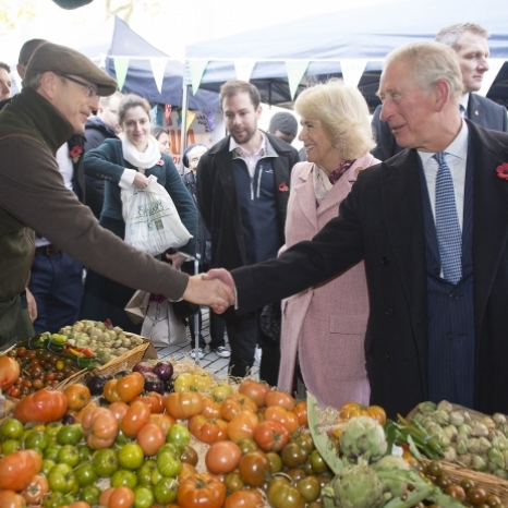 To celebrate the 20th anniversay of @Londonfarmers, today The Prince of Wales and The Duchess of Cornwall visited Swiss Cottage Farmers' Market.  Their Royal Highnesses met stallholders and tasted produce at the local London market, which opened in 1999. The market sells a wide variety of produce from farmers and artisan food producers. Some of the stalls TRH toured included @whitelakecheese, @exmoorcaviar and The Potato Shop. 🧀  The Prince also had the opportunity to catch up with Isidora Popovic, owner of @popinaldn, who set up the bakery after receiving a grant from HRH's @PrincesTrust. 🥧