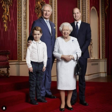 📸 To mark the start of a new decade, a portrait has been released of Her Majesty The Queen and Their Royal Highnesses The Prince of Wales, The Duke of Cambridge and Prince George.‬ The portrait was taken by Ranald Mackechnie in the Throne Room at Buckingham Palace.  Photograph © Ranald Mackechnie