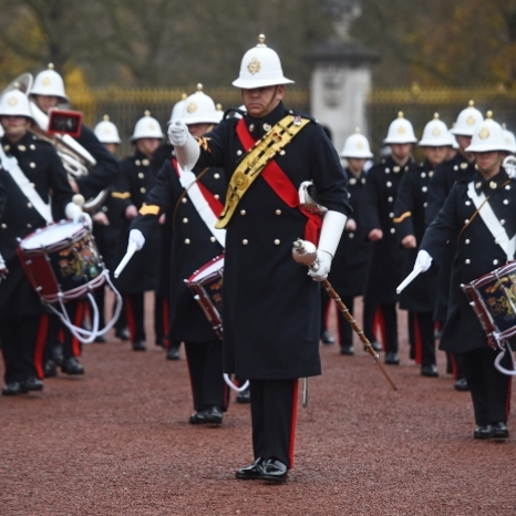 The @royalnavy are on duty for Guard Change at Buckingham Palace for the second time in their history. . The Navy will be guarding Buckingham Palace, St James's Palace and Windsor Castle from today until the 19th of December. . 🎶 music from The Band of The Royal Marines.