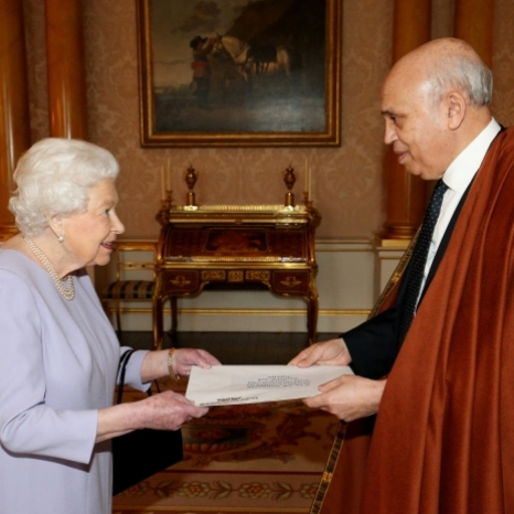 Today The Queen held audiences with newly appointed Ambassadors to the Court of St James's.  There are more than 170 Ambassadors and High Commissioners based in London at any given time and each one of them will have an Audience with The Queen shortly after taking up his or her role.  Photo 1: His Excellency Mr. Abderrahmane Benguerrah, Ambassador from the People's Republic of Algeria🇩🇿 Photo 2: His Excellency Mr. Andrei Kelin, Ambassador from the Russian Federation 🇷🇺 © Press Association