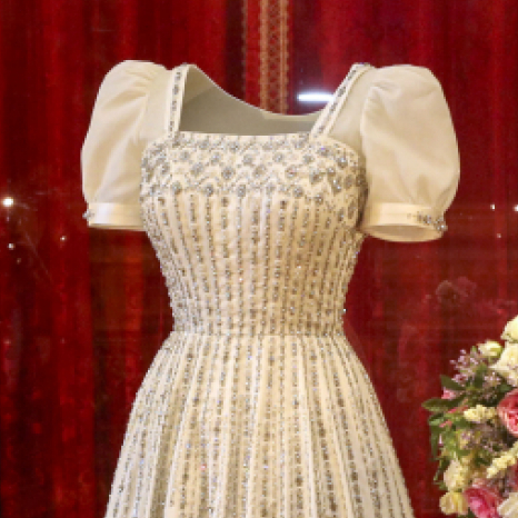 👰 From today, visitors to Windsor Castle will be able to see Princess Beatrice's wedding dress on display. . The dress, designed by the renowned British fashion designer Sir Norman Hartnell, was first worn by The Queen in the 1960's and was altered for The Princess's wedding to Mr Edoardo Mapelli Mozzi in July. . Follow our link in bio to find out more. . Photos: . 1/Princess Beatrice viewing her wedding dress on display at Windsor Castle earlier this week. . 2/Princess Beatrice and Mr Edoardo Mapelli Mozzi on their wedding day. . 3/The Queen wearing the dress at the premiere of 'Lawrence of Arabia' in 1962.