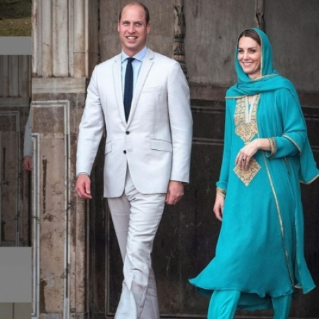 The Duke and Duchess of Cambridge visited the Badshahi Mosque, the most iconic Islamic site in Lahore, set in the heart of the Walled City.  The Duke and Duchess toured the mosque and courtyard, before joining a discussion with faith leaders to learn how they are promoting interfaith harmony within their communities.  The couple's visit to Badshahi sees them follow in the footsteps of The Duke's father, The Prince of Wales @ClarenceHouse, who visited the Mosque with The Duchess of Cornwall during a tour of Pakistan in 2006, and his grandmother Her Majesty The Queen @TheRoyalFamily, who visited in 1961. 📷 PA / Kensington Palace  #RoyalVisitPakistan #pakistan