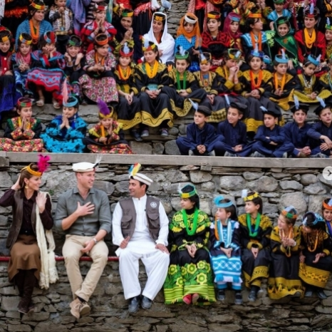 The Duke and Duchess of Cambridge visited a settlement of the Kalash people in Northern Pakistan to learn more about the Kalash Community and their unique heritage and traditions.  The Duke and Duchess joined children and young people from the tribe in the village square to hear how the Kalesh coexist alongside the other communities that call the region home.  Thank you to everyone in the Chitral for the very special welcome given to The Duke and Duchess in Chitral today! 📷 Kensington Palace  #RoyalVisitPakistan #Pakistan