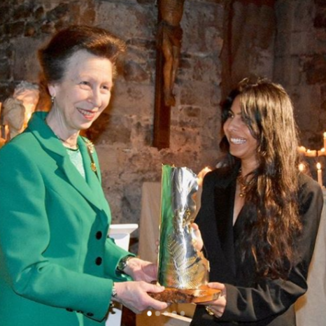 🧵🧶Today, The Princess Royal, as President of UK Fashion and Textile Association, presented The Queen Elizabeth Award for British Design @londonfashionweek .The Award was presented to jewellery designer Rosh Mahtani, whose brand @alighieri_jewellery uses responsibly sourced materials and promotes local manufacturing.  The Queen Elizabeth II Award was established in 2018 to recognise young designers who are making a difference to society through sustainable practices or community engagement.  Her Majesty presented Richard Quinn with the Award during London Fashion Week 2018 and, in 2019, The Duchess of Cornwall was invited to present Bethany Williams with the prestigious Prize.