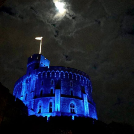 The Round Tower at Windsor Castle turned blue tonight, as we joined the nation to mark our appreciation for all of the UK's key workers. 👏🏼🇬🇧 #clapforcarers #thankfulthursday